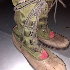 Pajar Canadian mountain boots imported from Canada